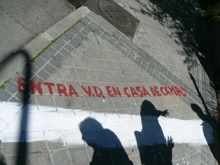 ... Al Pueblo De Madrid, Han Señalizado Con Pintura Blanca En Calzadas Y  Aceras Los Límites De La Casa De Campo De Acuerdo Al Trazado De La Tapia  Histórica.